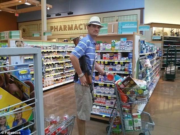 texas-clientes-armados-na-farmacia